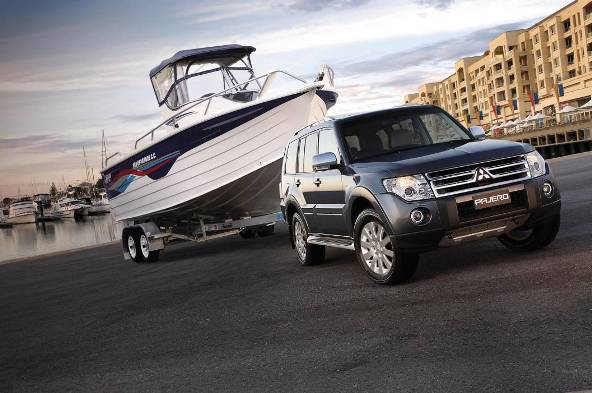 Mitsubishi Pajero with boat 3T towing