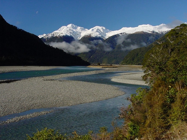NZ 2014  Haast River  heading towards Haast Pass