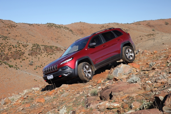 2014 Jeep Cherokee Trailhawk red ext 11