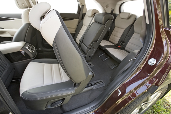kia launches an all new sorento 2015 review. Black Bedroom Furniture Sets. Home Design Ideas
