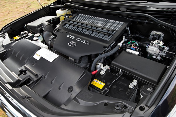 2015 Toyota LandCruiser 200 Series GXL engine