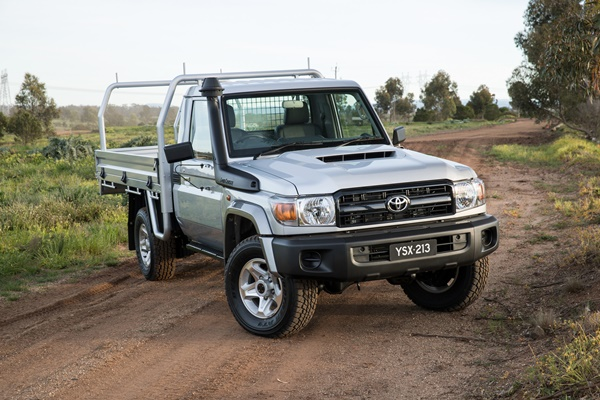 review of the 2017 toyota landcruiser lc70 gx single cab chassis ute ozroamer review of the 2017 toyota landcruiser lc70 gx single cab chassis ute ozroamer