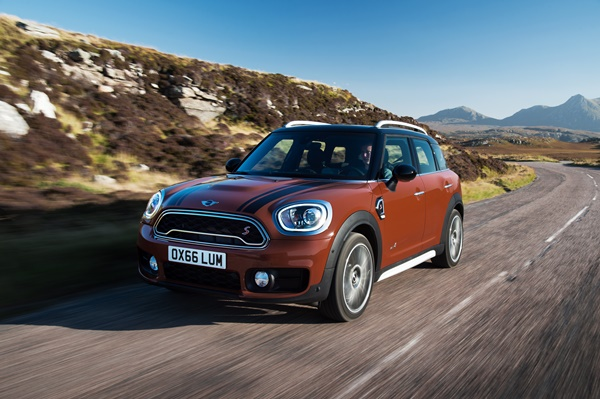 2017 MINI Countryman ALL 4 dash