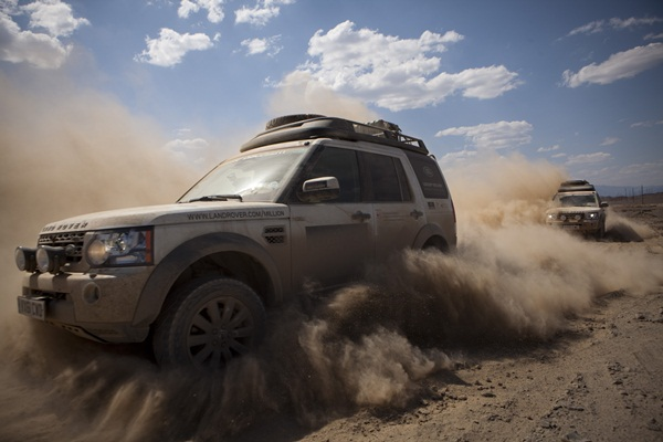 Land Rover Journey Of DiscoveryOff-road in the Taklimakan Desert