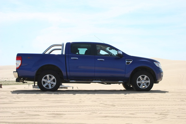 Ford Ranger XLT 3.2L 6 Speed Manual side