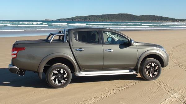 Mitsubishi Triton Exceed Samurai Beach 1
