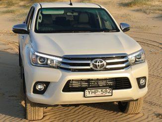 2018 Toyota Hilux SR5 f