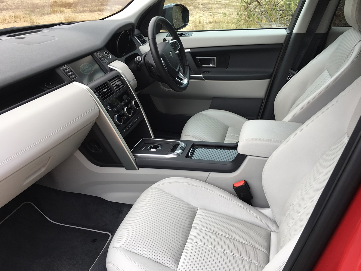 2018 LR Discovery Sport SE front seats