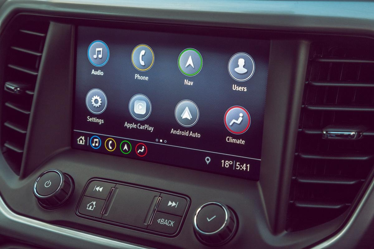 2019 Holden Acadia LTZ centrescreen
