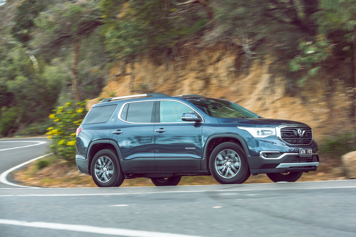 2019 Holden Acadia LTZ side