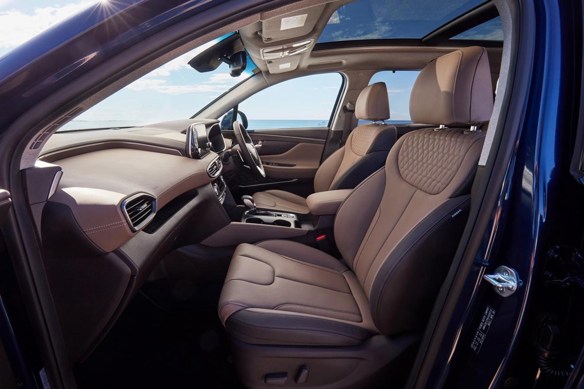 Hyundai Sante Fe front seats