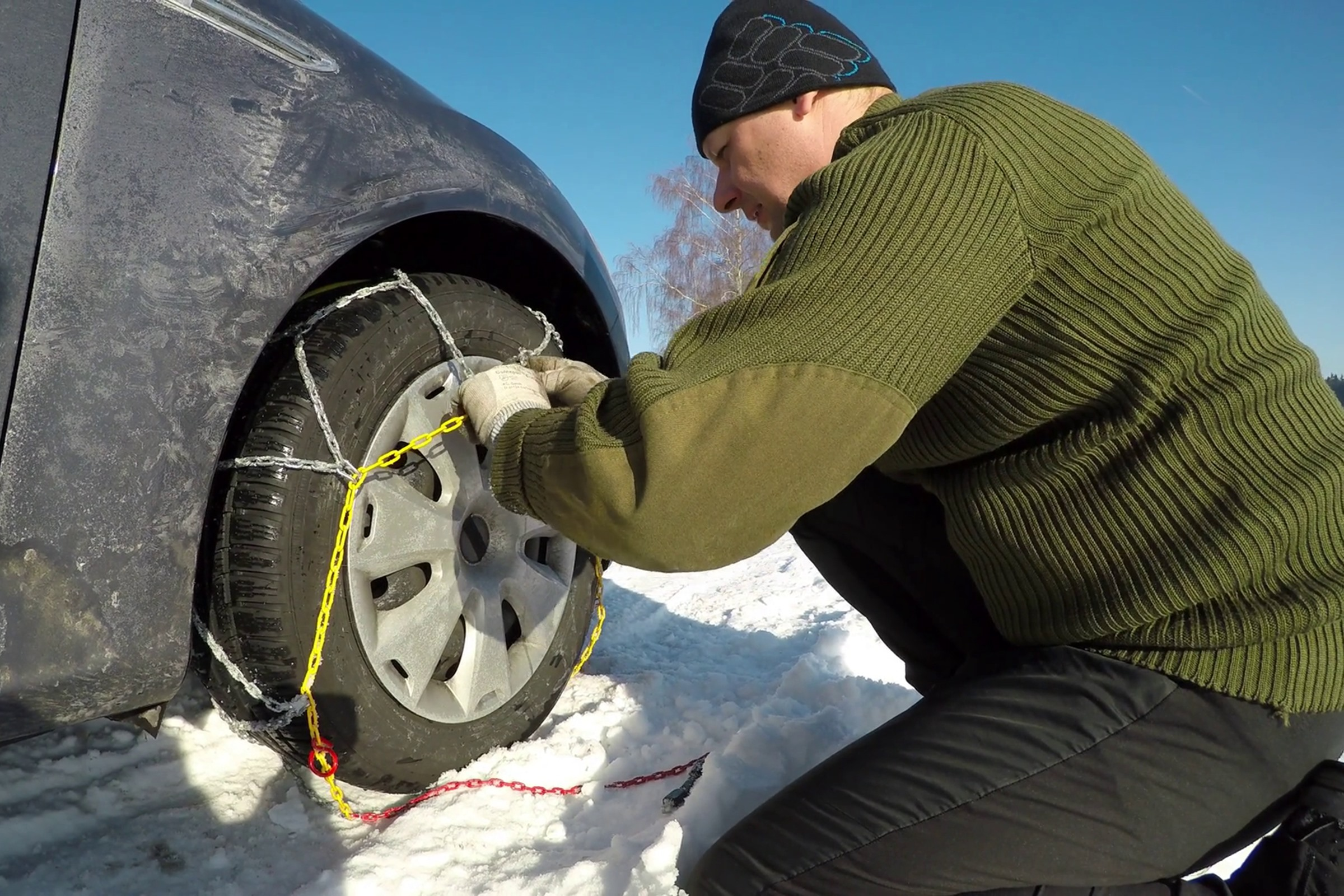 Snow driving tips fitting snow chains 1