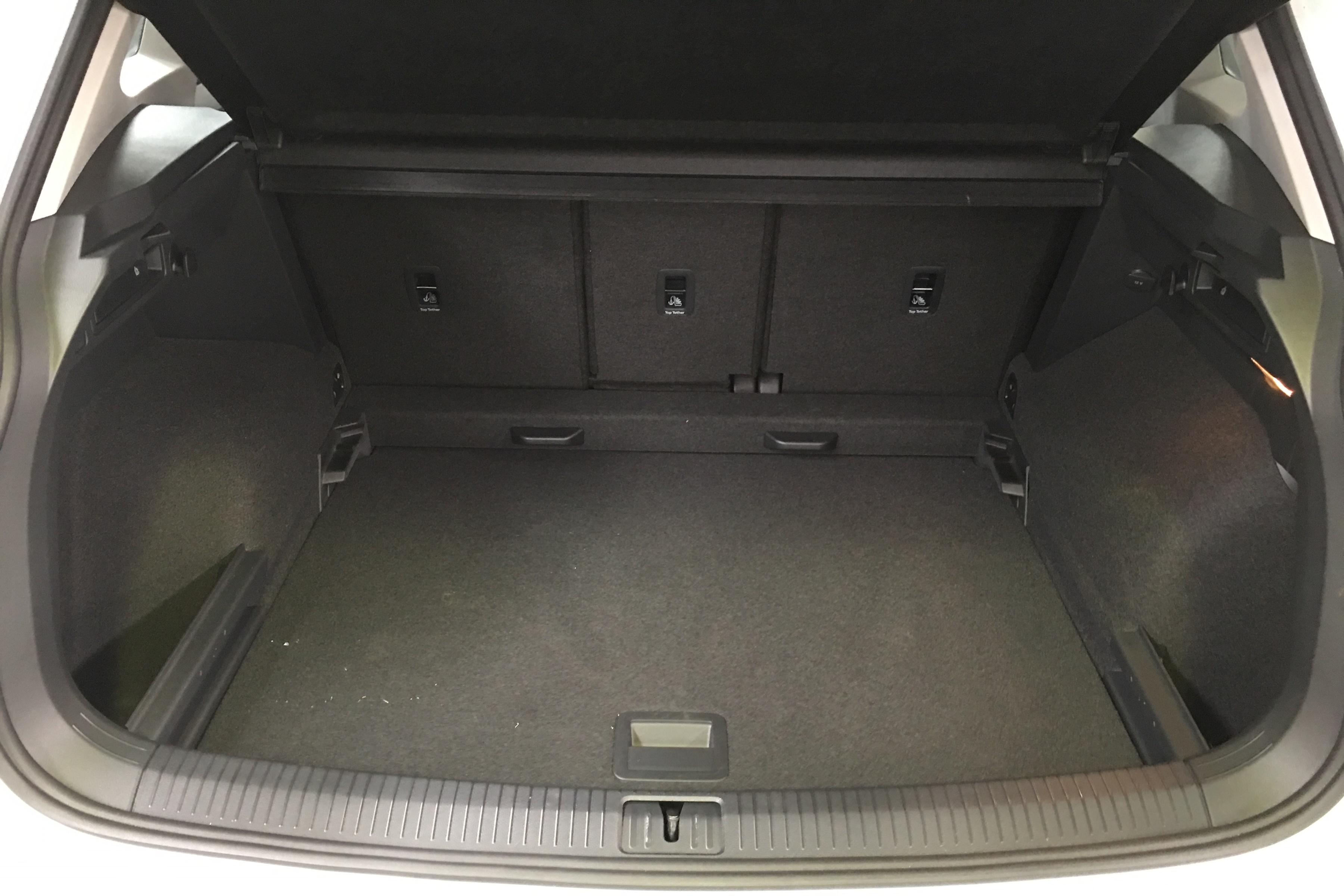 VW Tiguan 132 TSi Comfortline boot