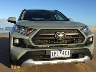 2019 Toyota RAV 4 AWD Edge bonnet grill 2