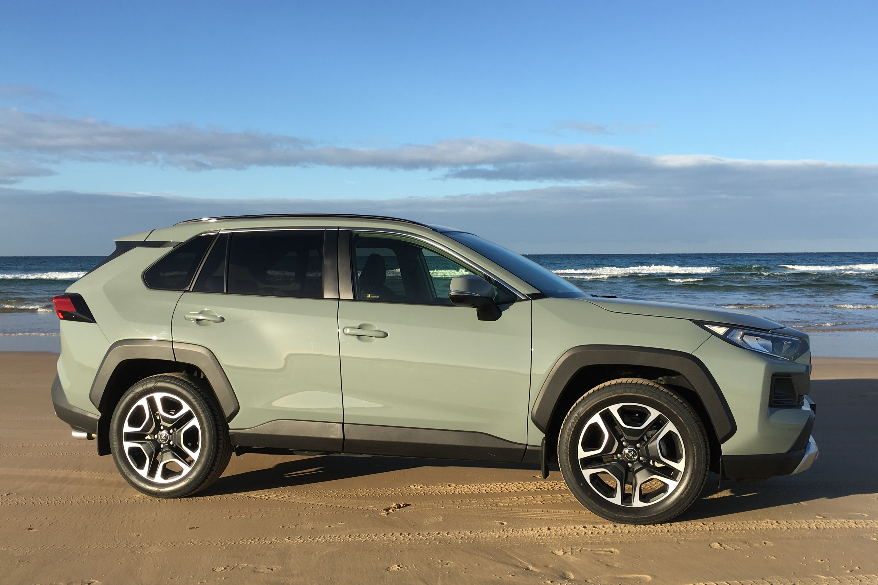 2019 Toyota RAV 4 AWD Edge side 2