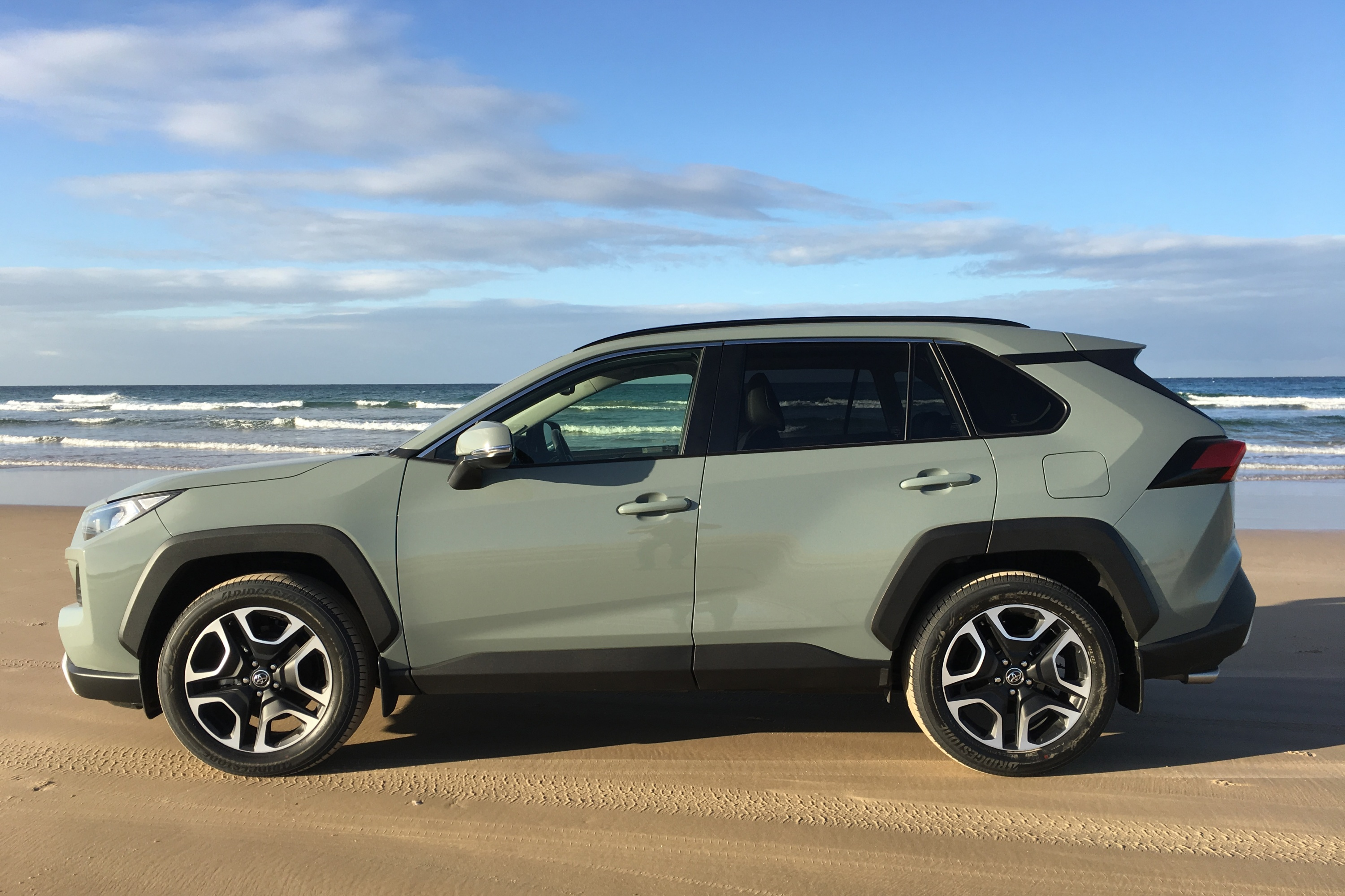 2019 Toyota RAV 4 AWD Edge side