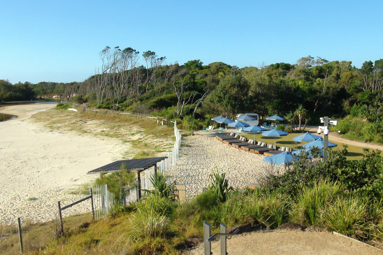 Elements in Byron beach 1
