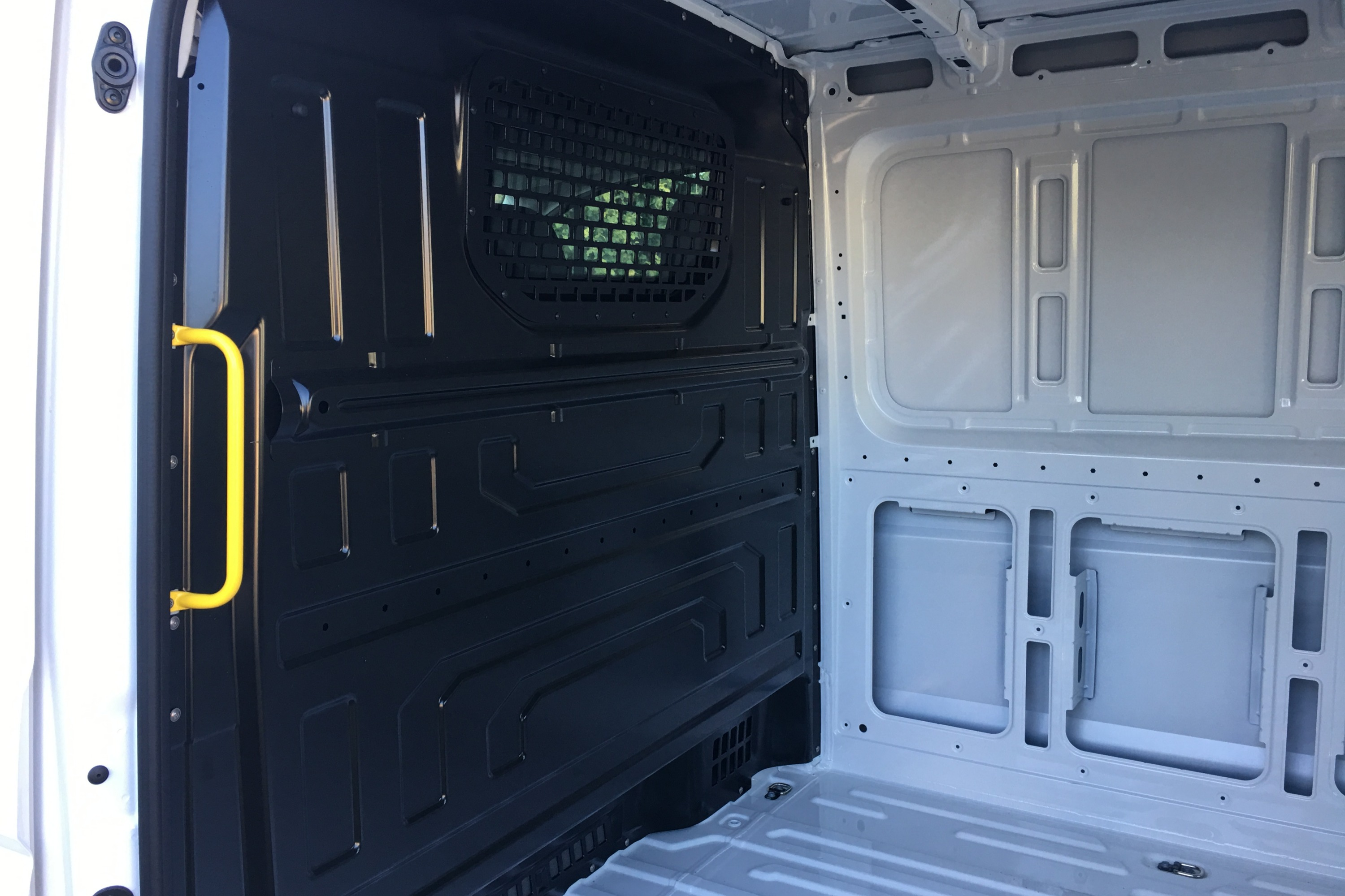 2019 VW Crafter 4MOTION 4 rear seperator panel