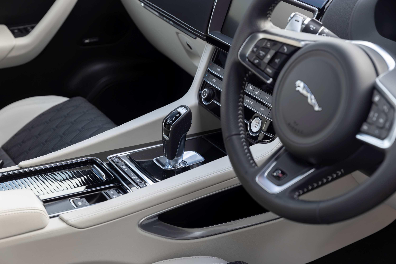 2020 Jaguar F-PACE SVR 8 transmission