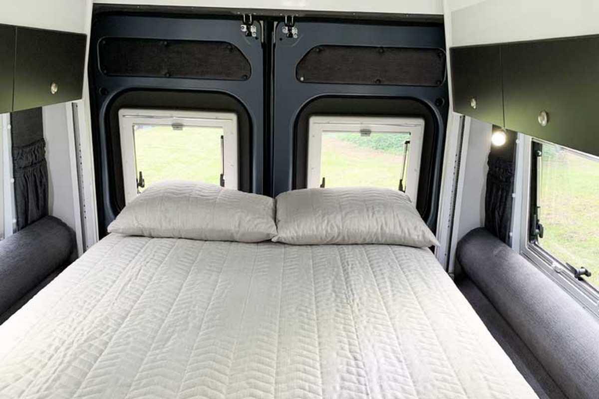 2020 Escape-V6414-Bed