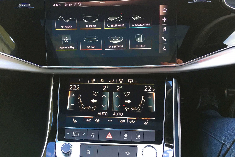 Audi Q8 50 TDI S-LINE QUATTRO screens