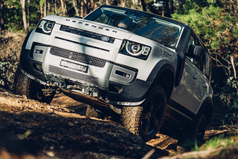 Land Rover Defender 4wdriving 2