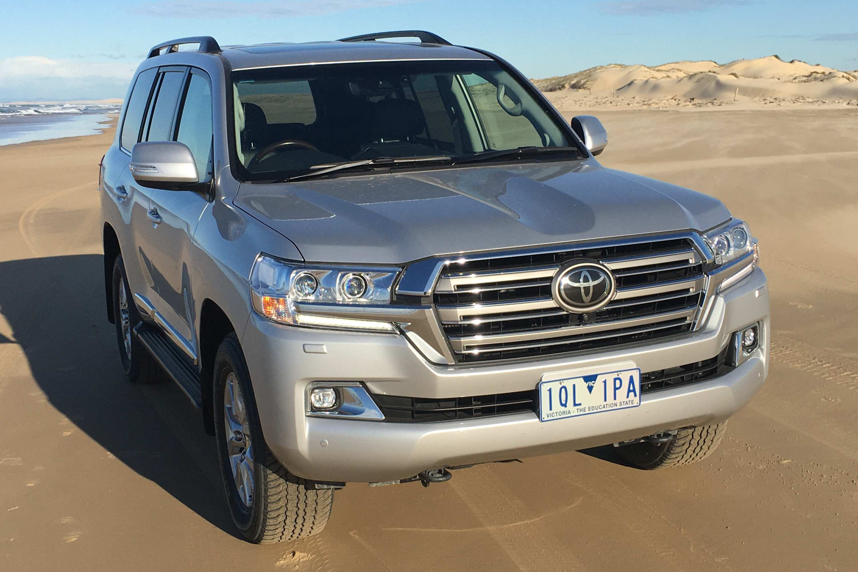 Toyota LandCruiser Sahara 2020 bonnet