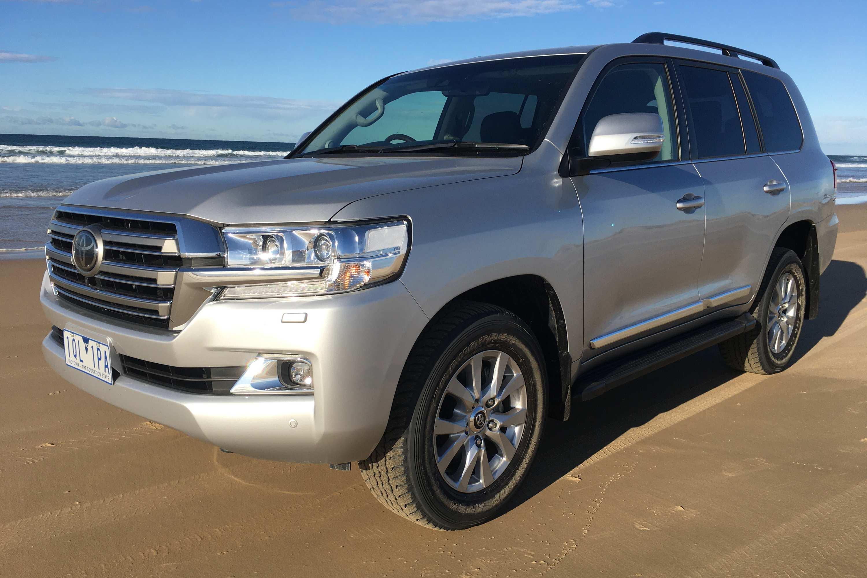 Toyota LandCruiser Sahara 2020 front qtr 2