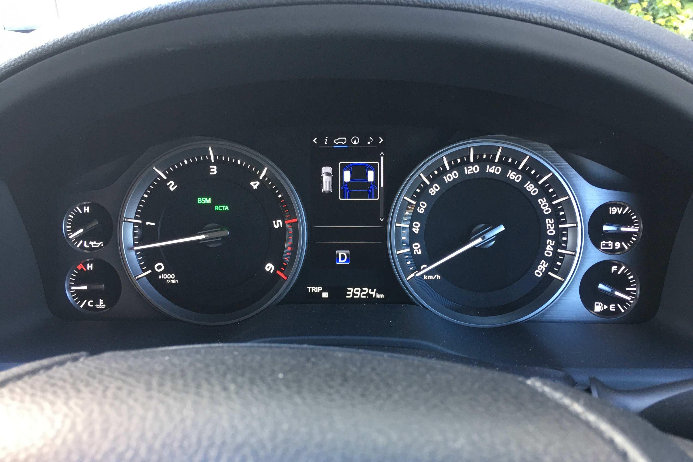 Toyota LandCruiser Sahara 2020 instruments