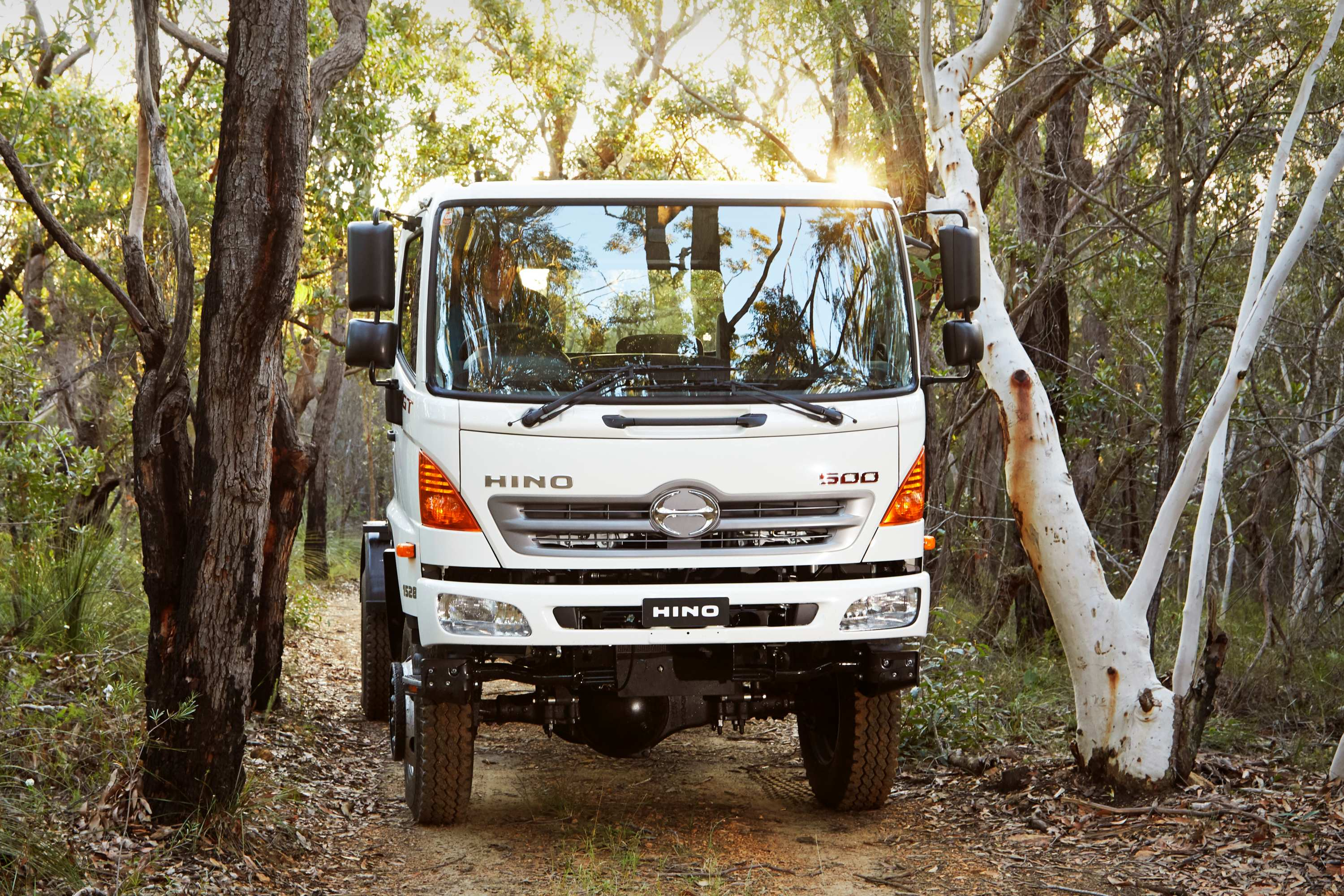 HINO 500 Series 1528 4X4 GT front 2