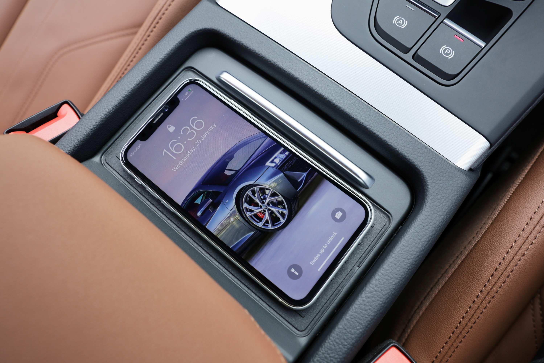 Audi Q5 2021 charging tray