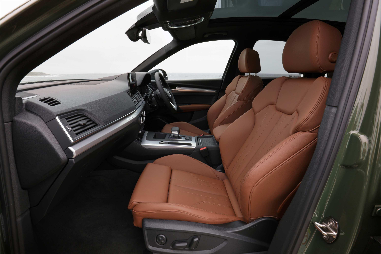 Audi Q5 2021 front seats