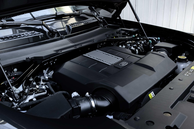 2021 Land Rover Defender V8 engine 2