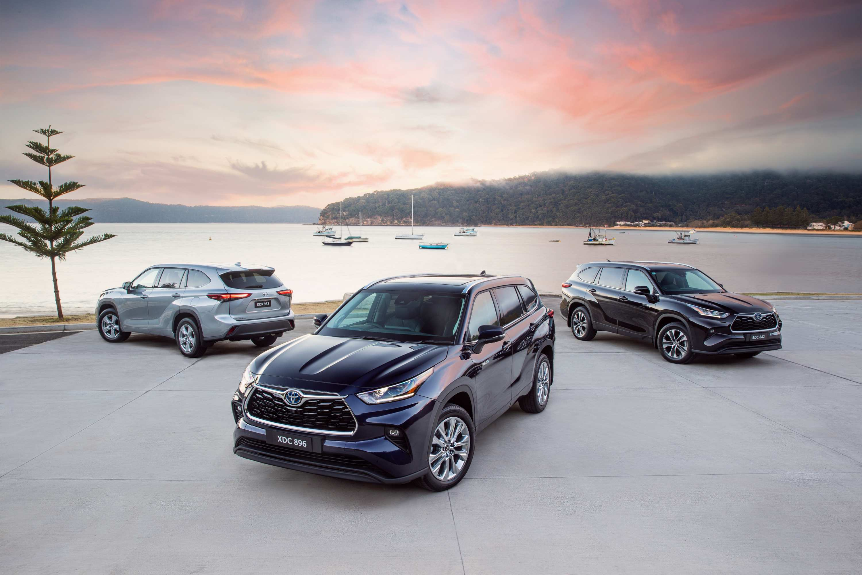 2021 Toyota Kluger range (L-R) GX petrol, Grande Hybrid, GXL Hybrid.