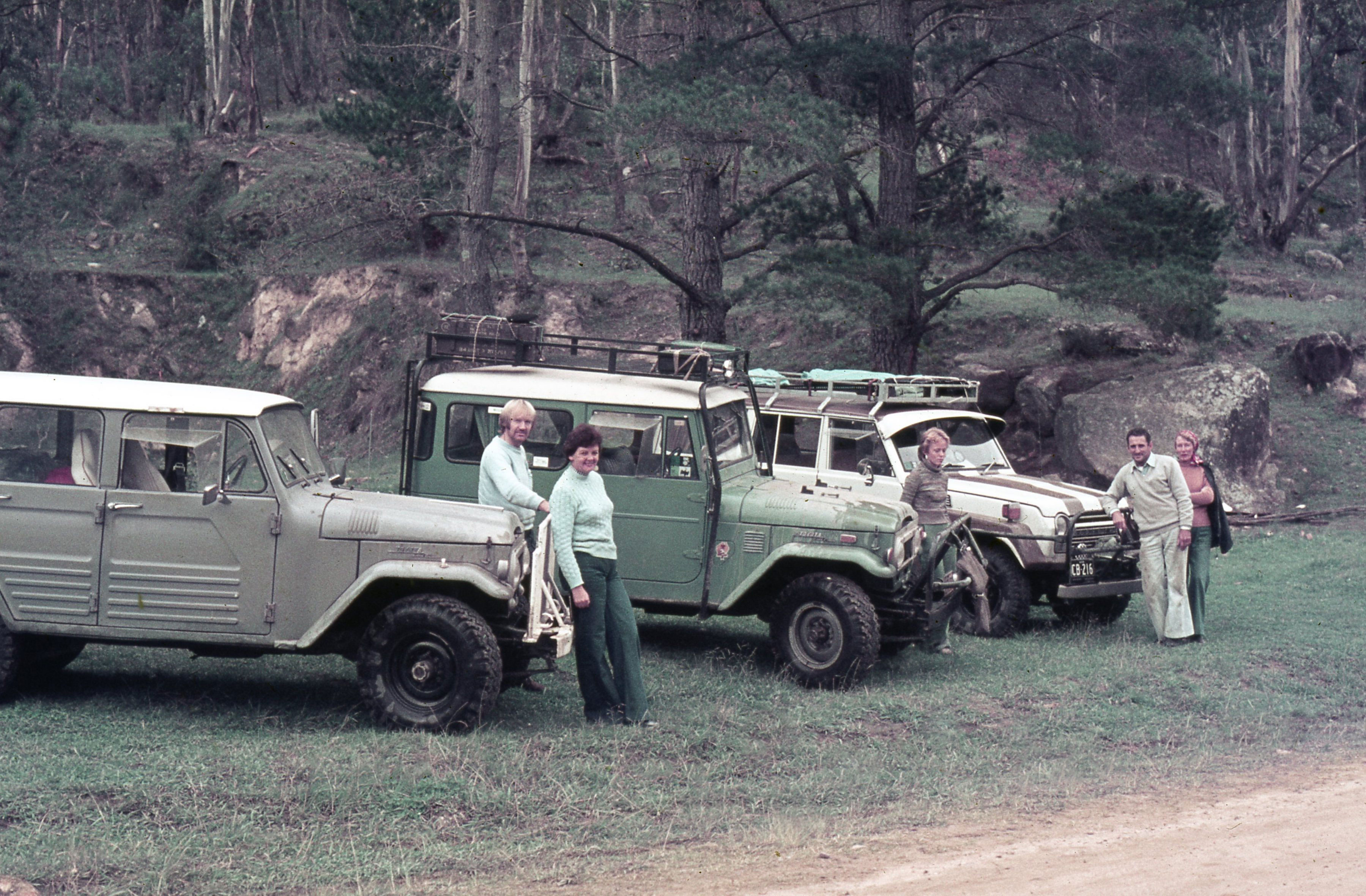 Toyota LandCruiser 100 Series (left) with one of the first FJ25 models imported into Australia.